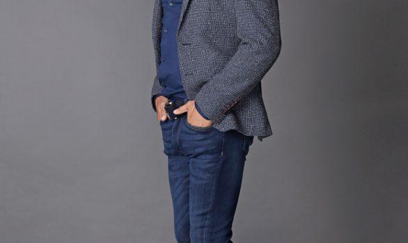 colbert € 99,90<br/>overhemd € 29,90<br/>jeans € 59,90