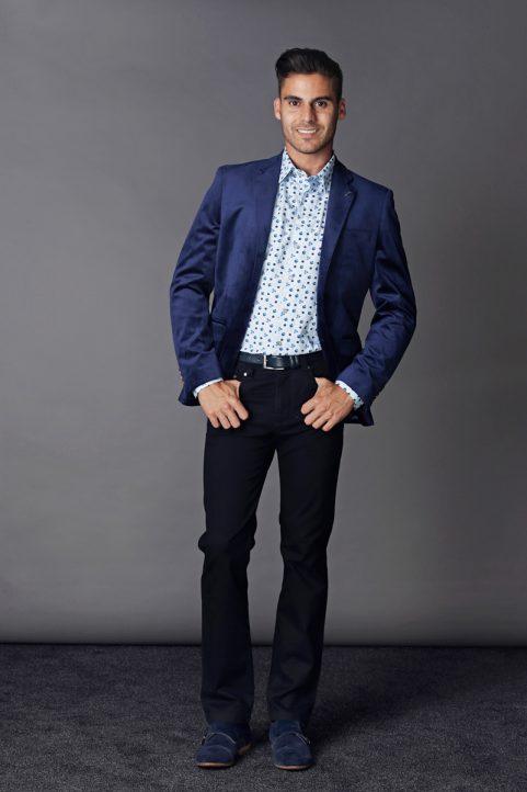 colbert € 99,90<br/>overhemd € 49,90<br/>broek € 69,90