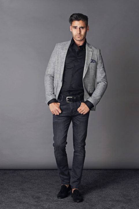 colbert € 89,90<br/>overhemd € 29,90<br/>jeans € 59,90