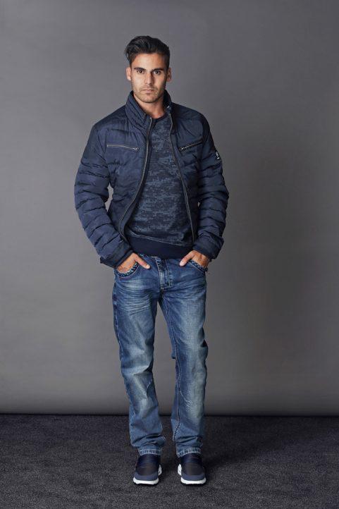 jack € 69,90<br/>sweater € 59,90<br/>jeans € 59,90