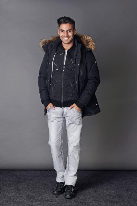 winterjas € 89,90<br/>vest € 69,90<br/>jeans € 59,90