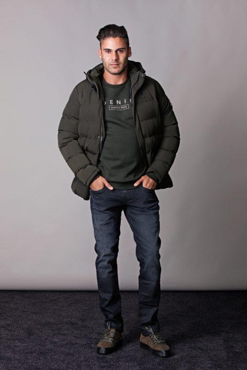 jack € 99,99<br/>sweater € 39,99<br/>jeans € 39,99