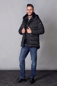 winterjas € 149,90<br/>vest € 49,90<br/>jeans € 59,99