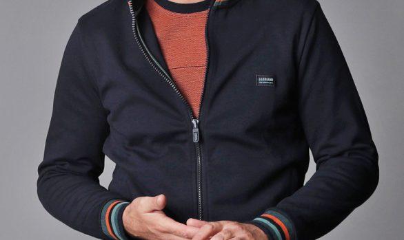 vest € 69,95<br/>longsleeve € 59,95<br/>jeans € 59,99