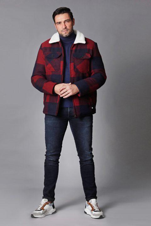 jack € 89,99<br/>koltrui € 44,90<br/>jeans € 59,99