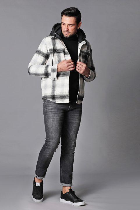 jack € 89,95<br/>koltrui € 44,90<br/>jeans € 59,99