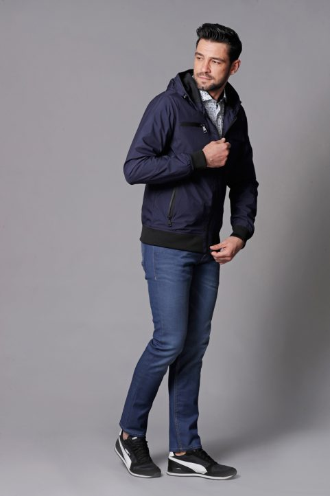 jack € 59,99<br/>overhemd € 49,90<br/>jeans € 59,99