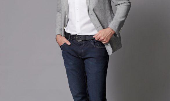 colbert € 109,90<br/>overhemd € 44,90<br/>jeans € 59,99