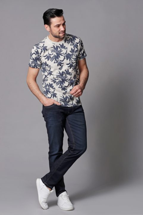 t-shirt € 24,99<br/>jeans € 59,99