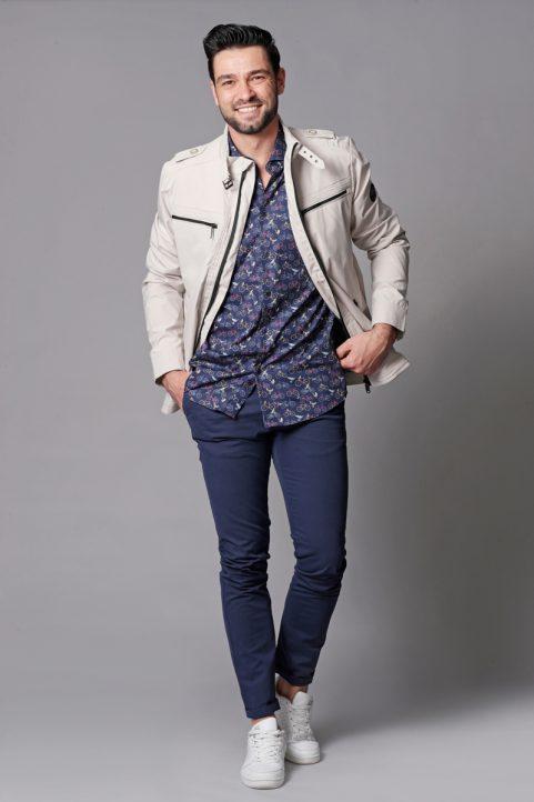 jack € 99,95<br/>overhemd € 49,90<br/>chino € 69,90