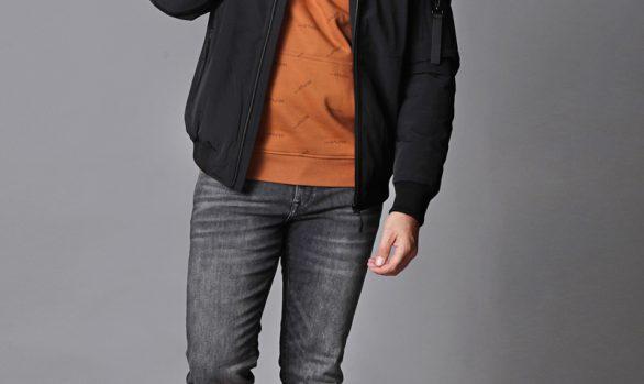 winterjas € 89,99<br/>sweater € 49,99 <br/> jeans € 59,99